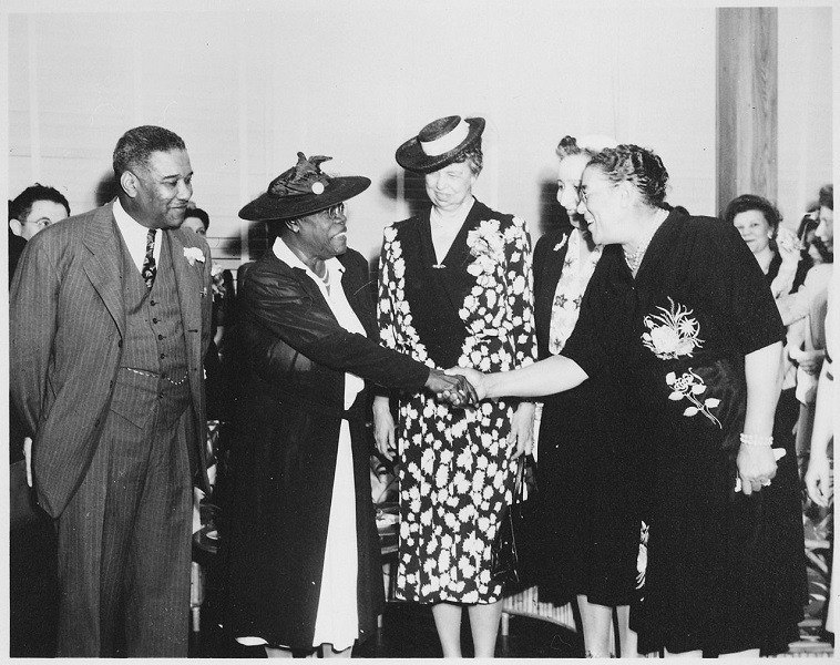 Eleanor Roosevelt And Mary Bethune