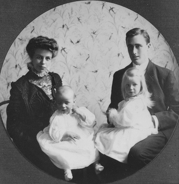 Eleanor With Children