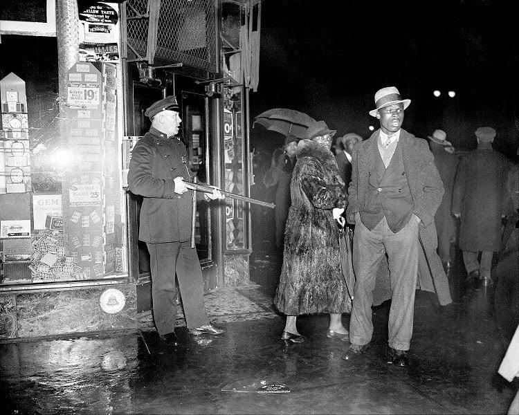 Riots 1935 Gun
