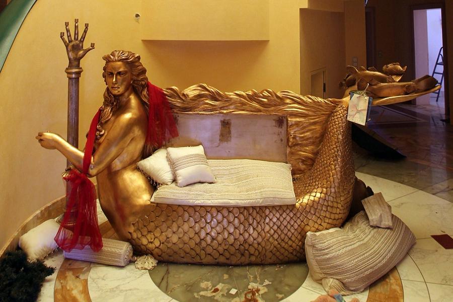 Gaddafi Gold Couch