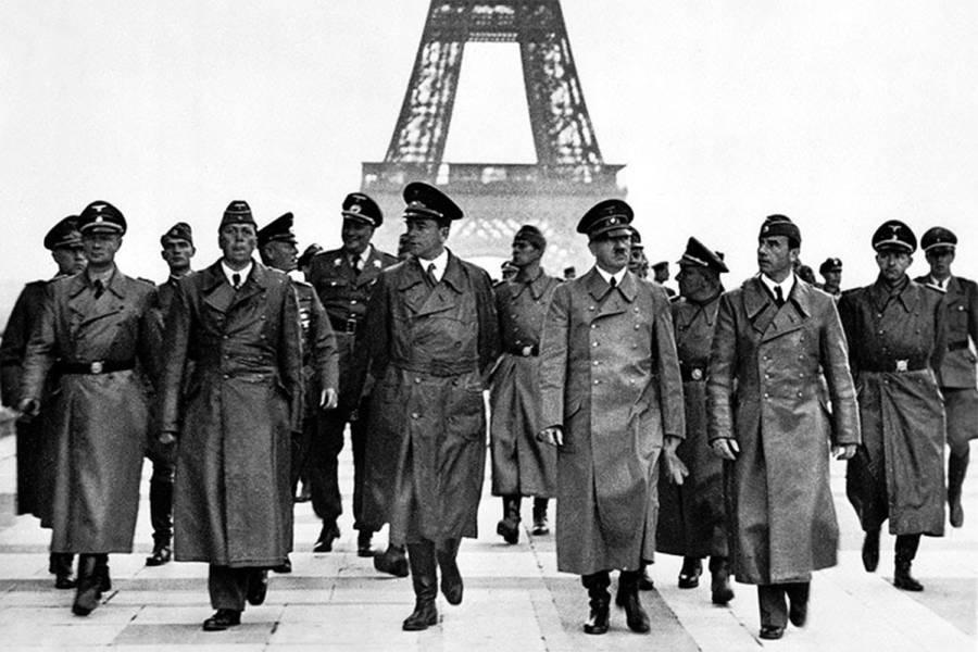 Nazis Walking In Paris