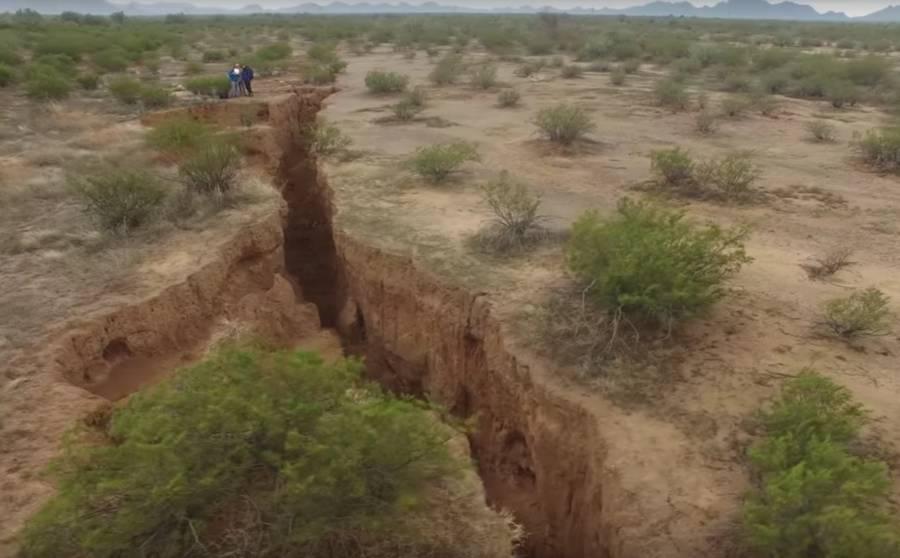 Giant Crack Arizona Depth