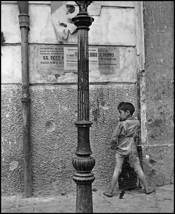 Child Naples Smoking Peeing