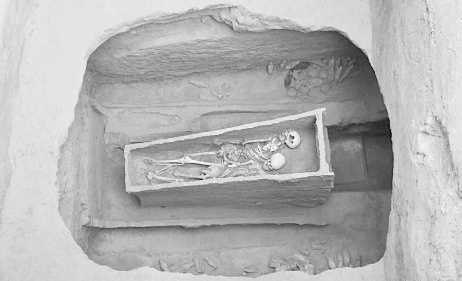Figurine Tomb