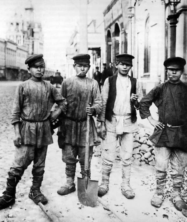 Moscow Digging Kids Smoking
