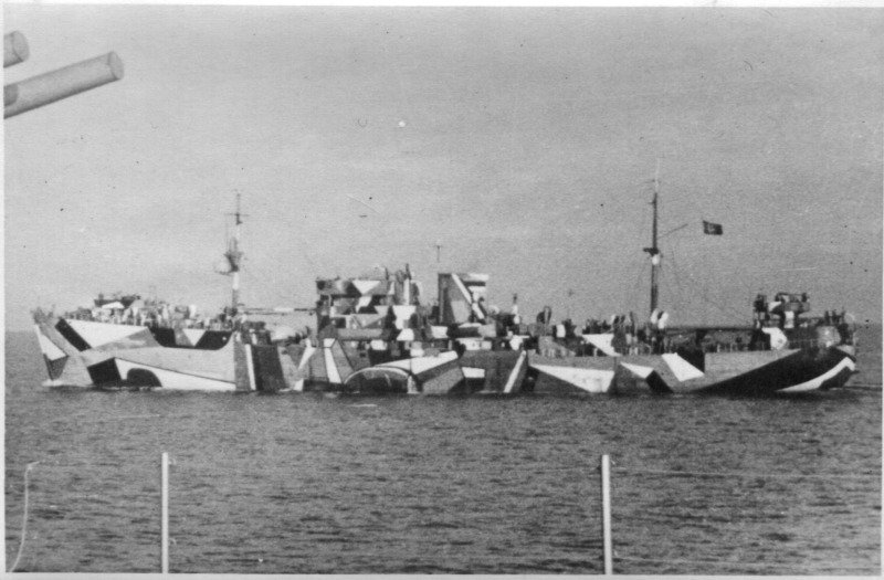 Dazzle Camo On Mine Ship