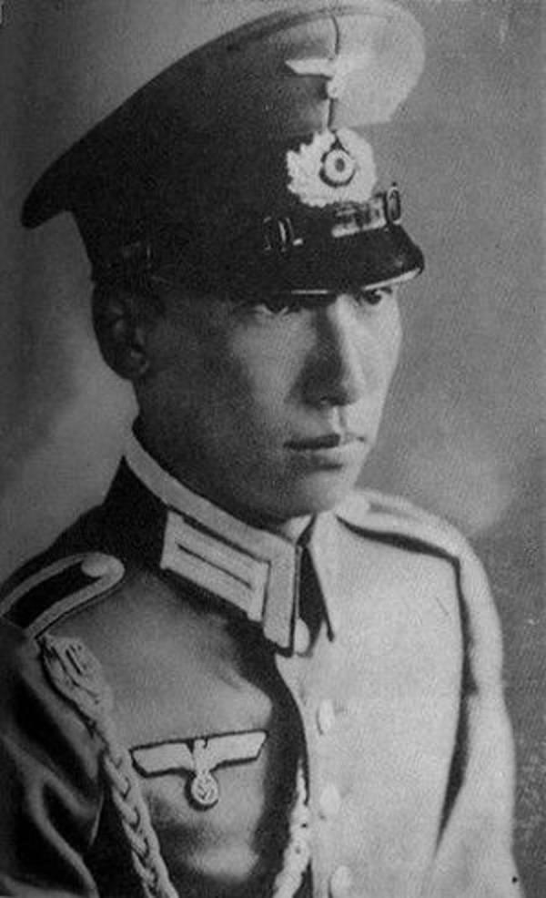 Chiang Weikuo In Uniform