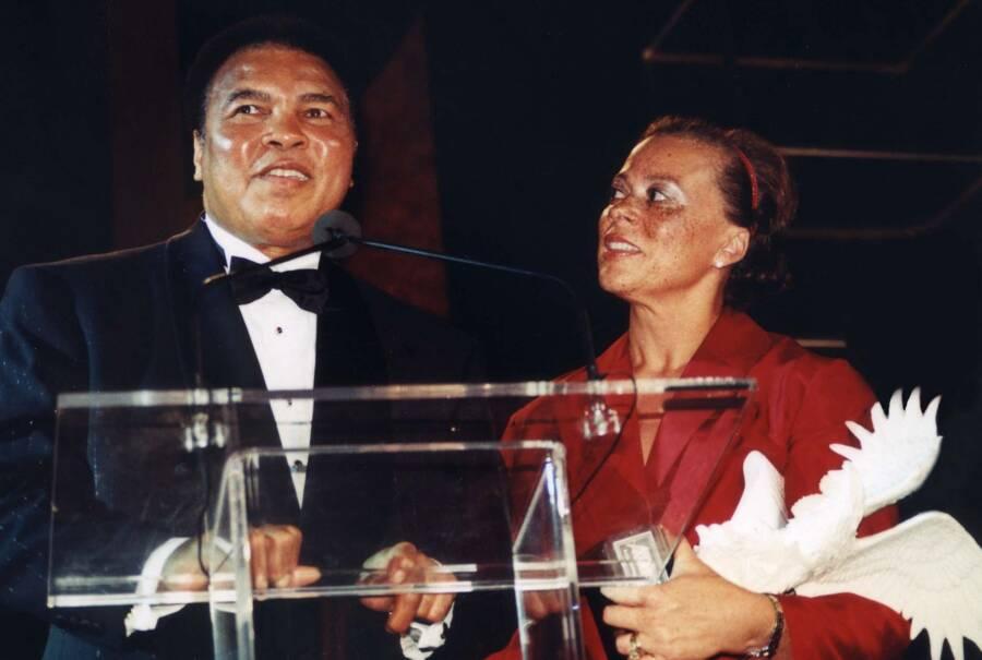 Muhammad Alie With Wife Lonnie Ali