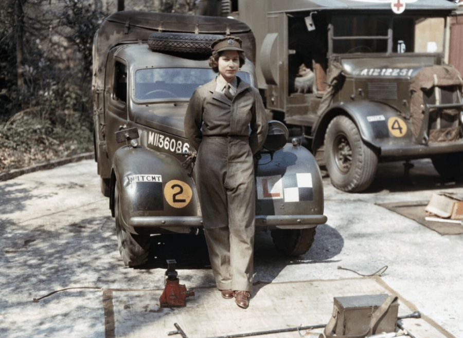 Young Queen Elizabeth II In 47 Surprising Vintage Photos