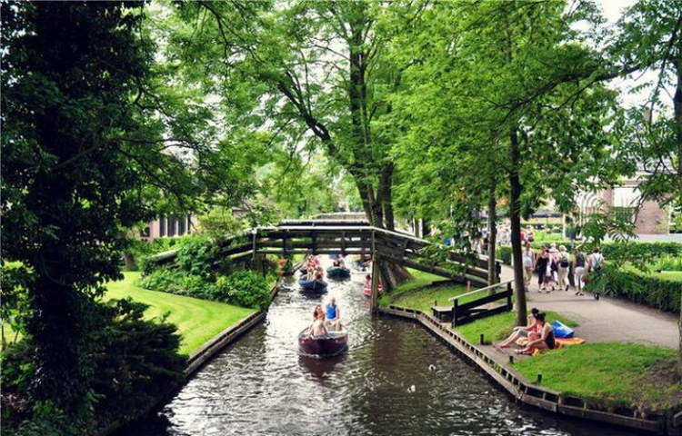 Canals In Giethoorn Netherlands
