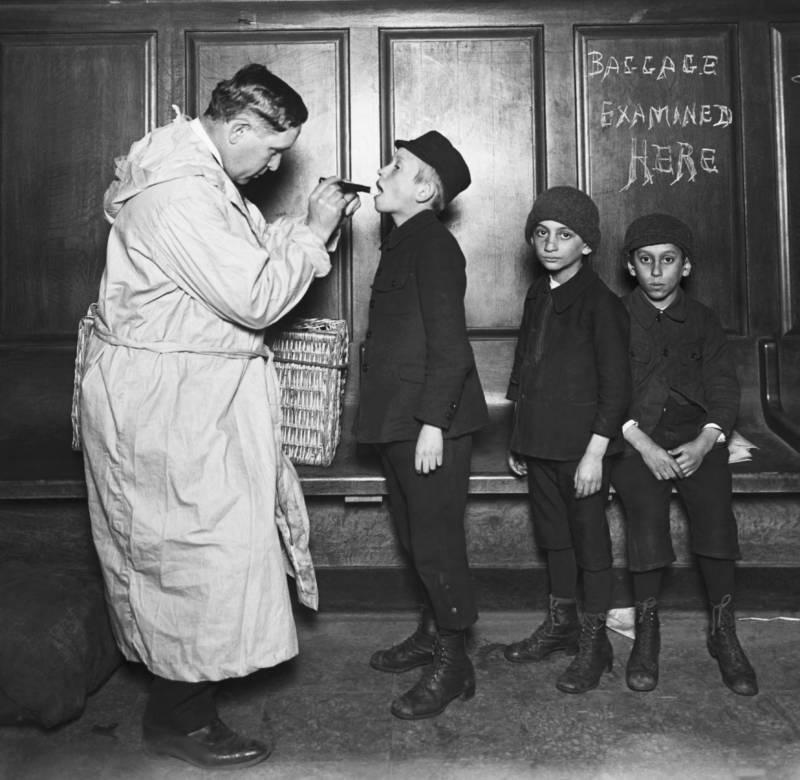 Latest Immigration News: Ellis Island Immigrants: 44 Powerful Historical Photos
