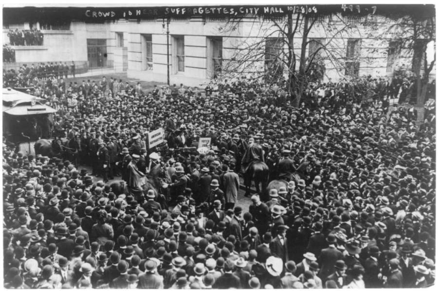 Crowd To Hear Suffragettes