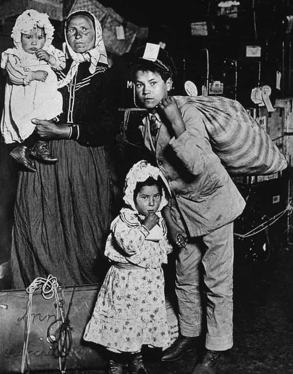 Ellis Island Immigrants Arrive In America