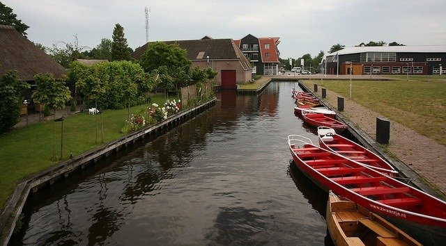 Giethoorn Red Boats