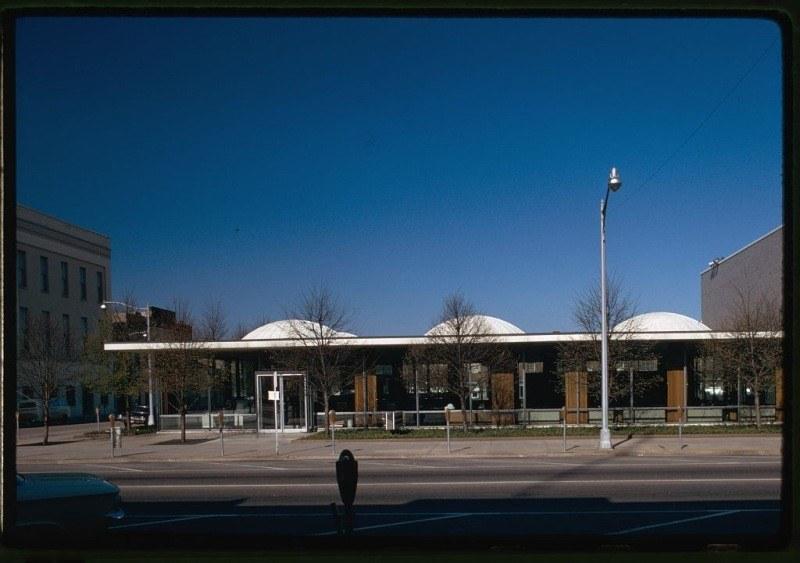 Irwin Union Bank Exterior