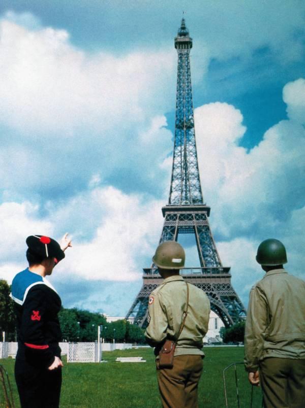 Soldiers In Paris