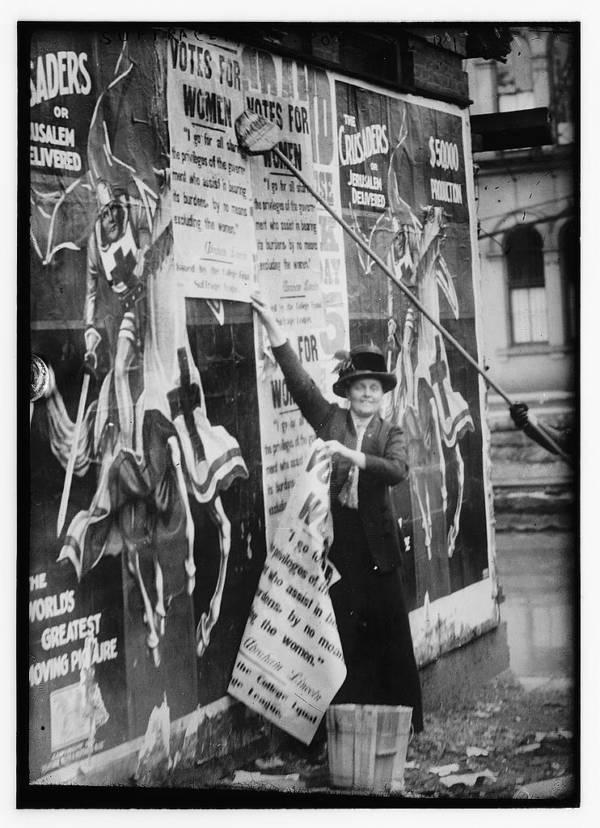 Suffragettes Posting Bills
