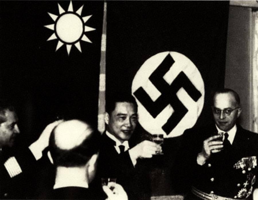 Wang Jingwei Toasts Nazis
