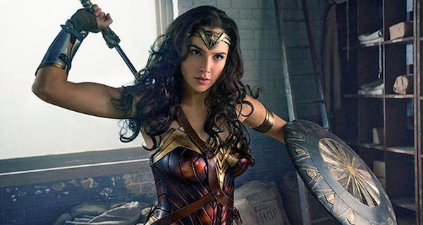 """Man Outraged At Women-Only """"Wonder Woman"""" Screenings Gets Perfect Response From Mayor"""