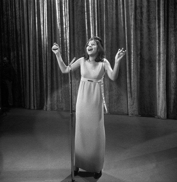 Barbara Streisand Singing