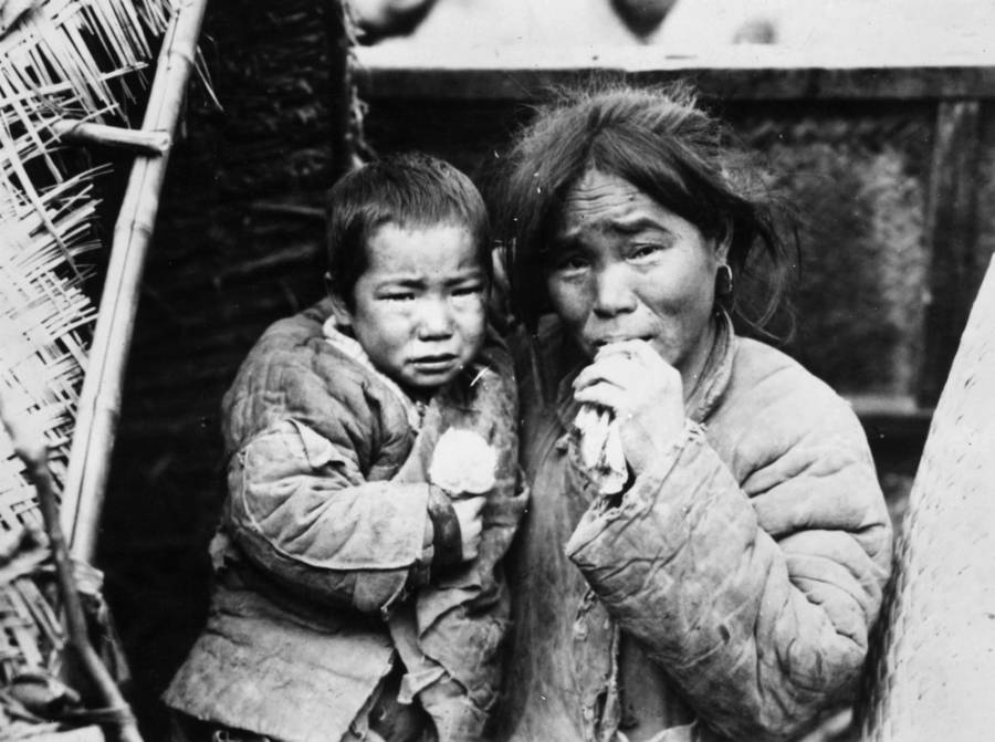 China Mother And Child Refugees
