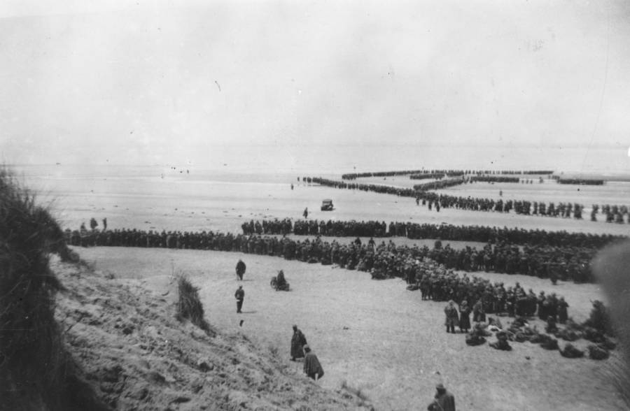 Dunkirk Evacuation Beach Soldiers