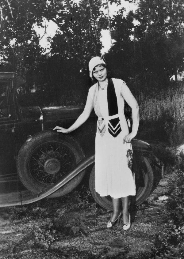 Flapper Poses With Her Car
