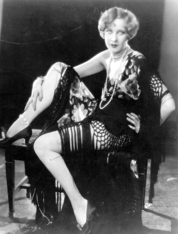 Gwen Lee Flapper Fashion