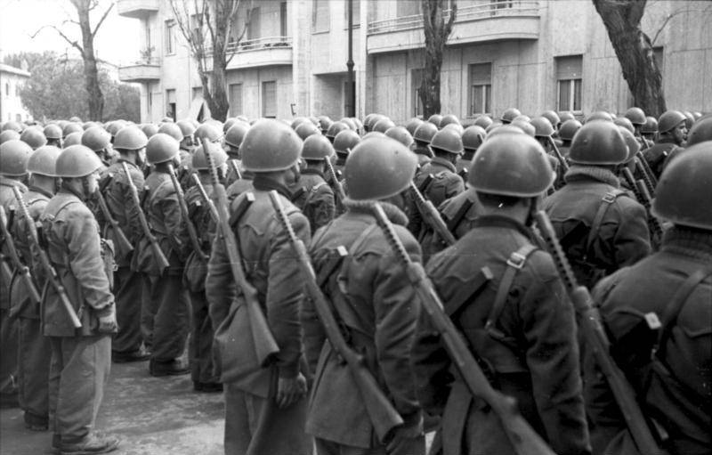 Italian Soldiers In Line