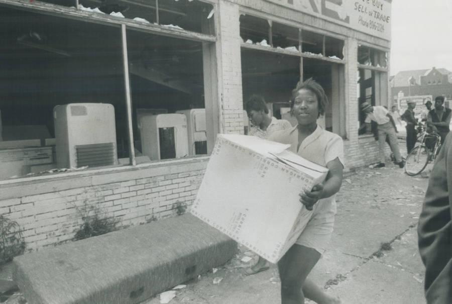 Looting Riot