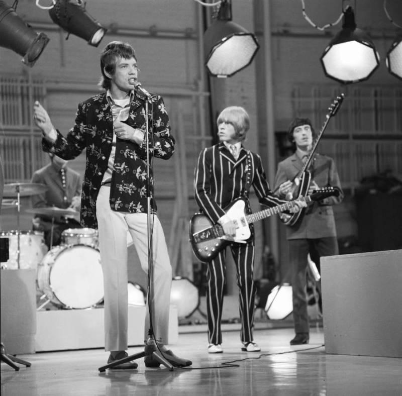Mick Jagger Singing