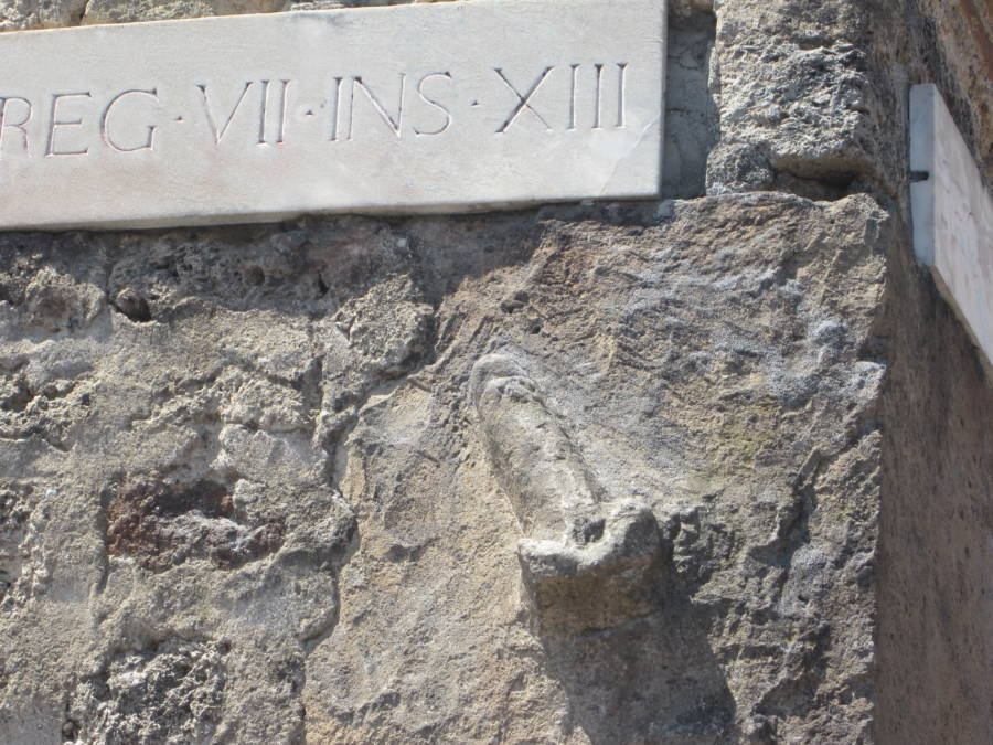 Pompeii Wall Penie