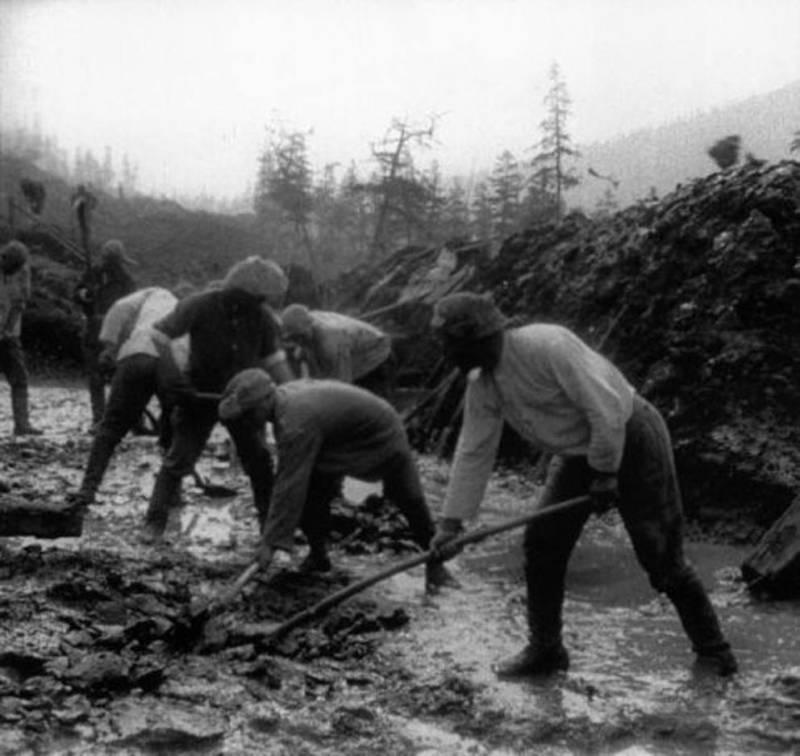Russian Gulag Prisoners Working