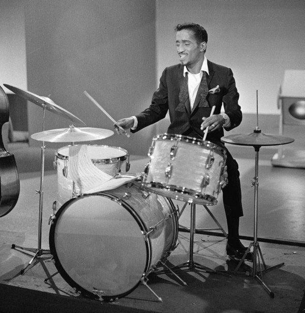 Sammy Davis On Drums