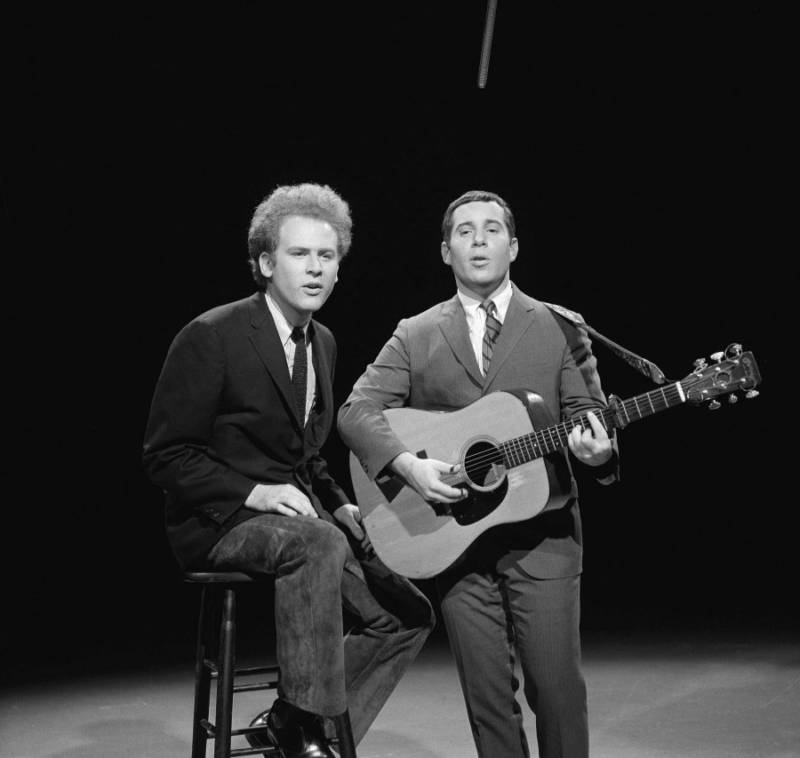 Simon And Garfunkel Performing