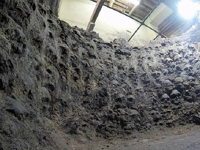 Skulls Aztec