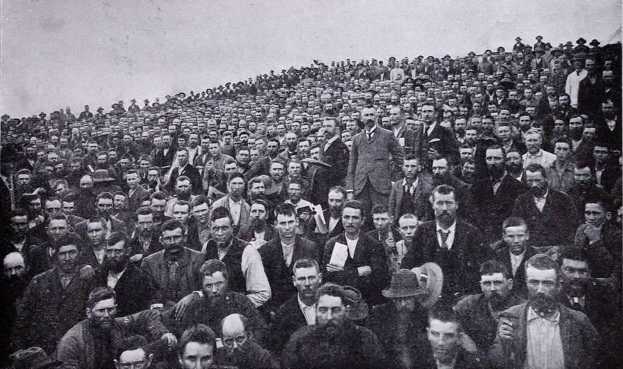 Boer Prisoner Crowd