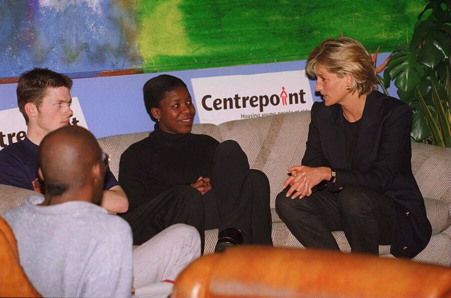 Dianas Meeting During Charity Visit