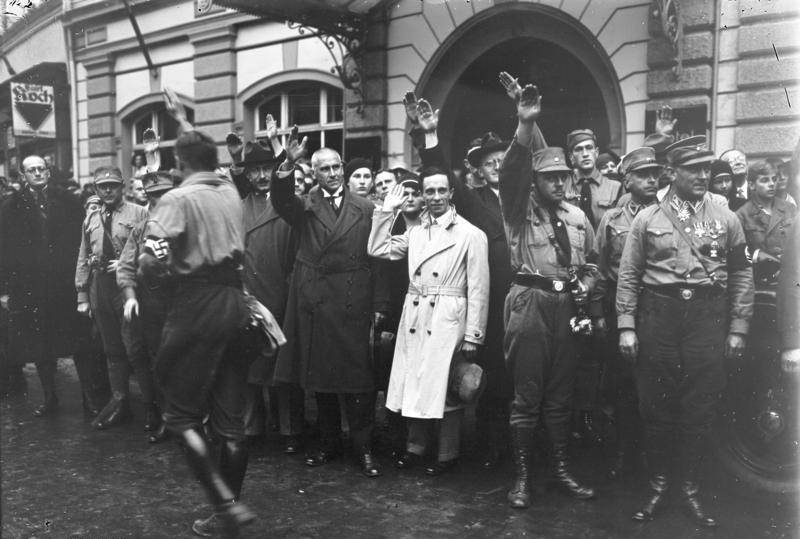 Goebbels Waves At Hitler