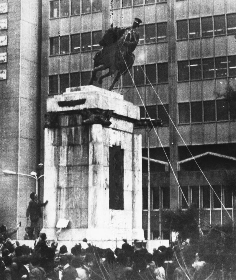 Iranian Revolution Statue
