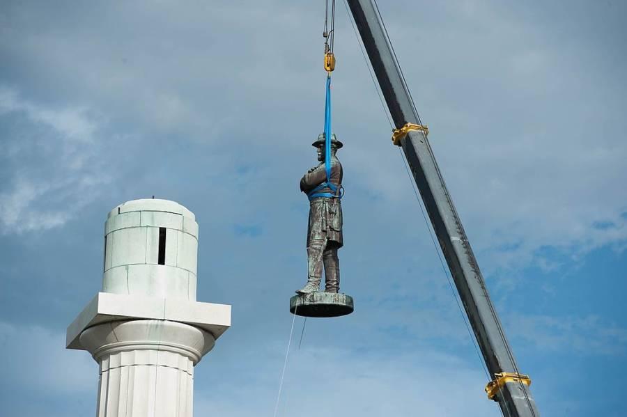 Statue of Confederate General Robert E. Lee