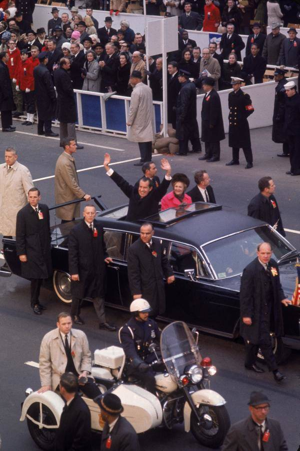 President Nixon Wave From Motorcade
