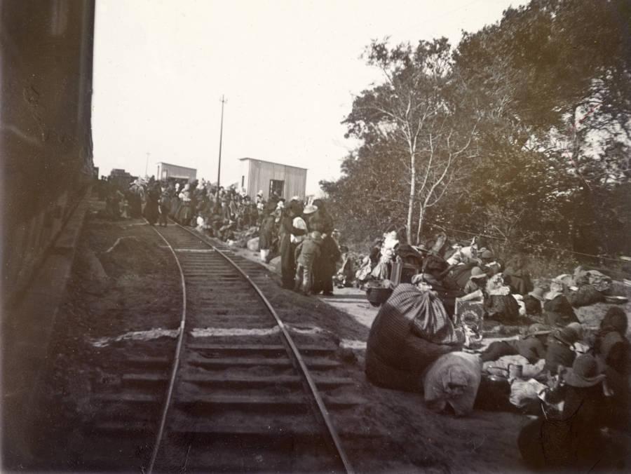 Refugees Disembark Train