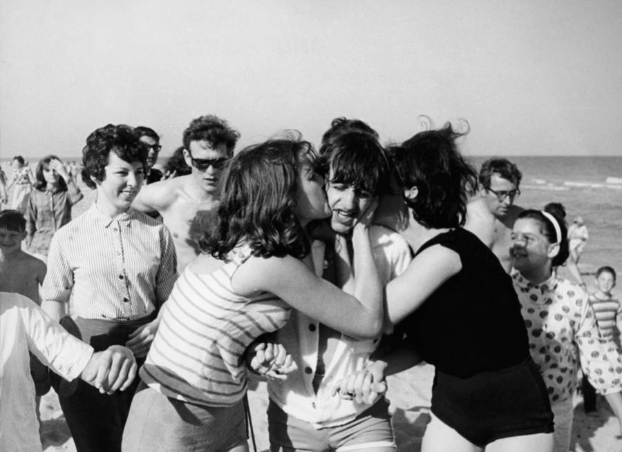 Ringo Starr Attacked By Fans