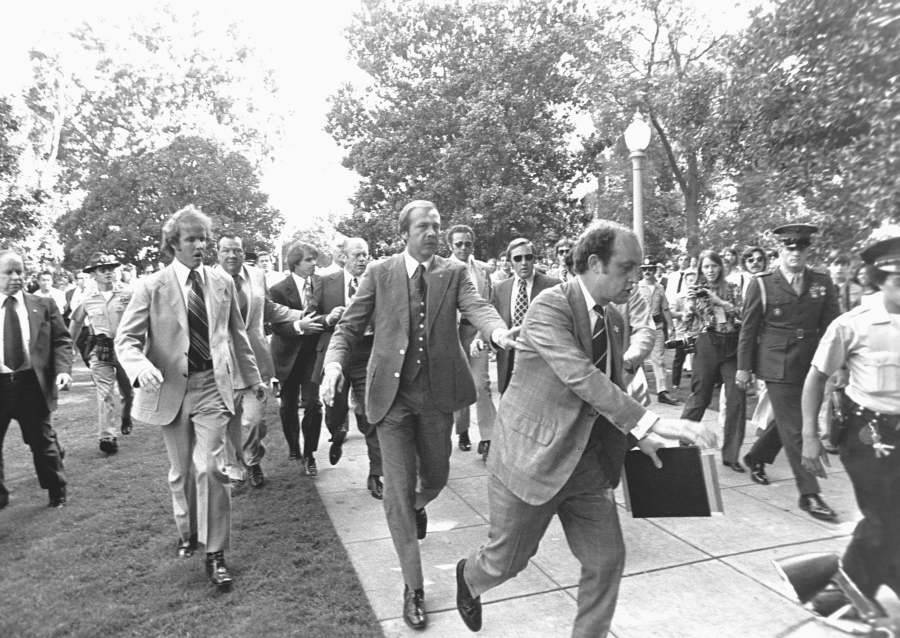 Secret Service Protecting President Ford