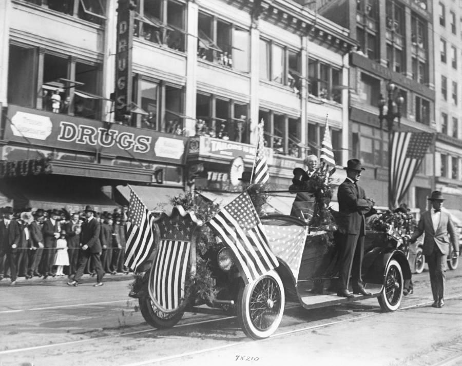 Woodrow Wilson With Secret Service