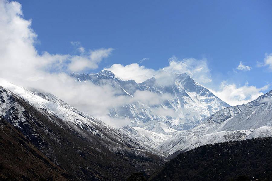 Everest Clouds