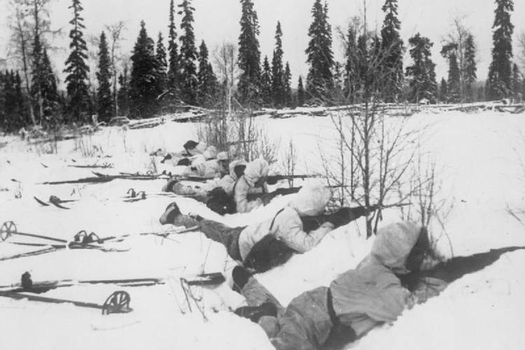 Finnish Ski troops with guns