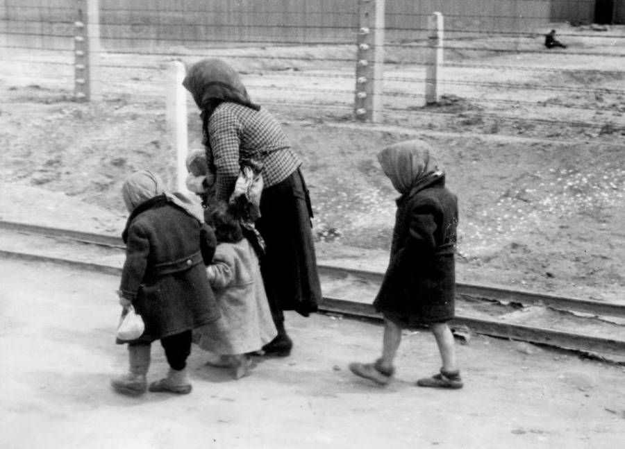 Jewish Mother And Children