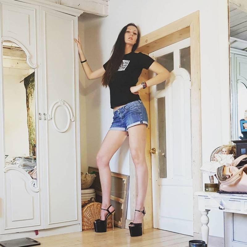 Meet Ekaterina Lisina The Woman With The Longest Legs In The World